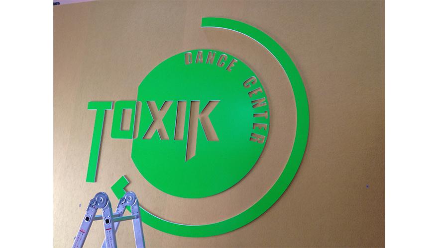 Décoration intérieure logo découpé à la forme